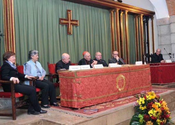 Mesa de presidencia en la sesión de apertura de las Causas de Canonización del matrimonio